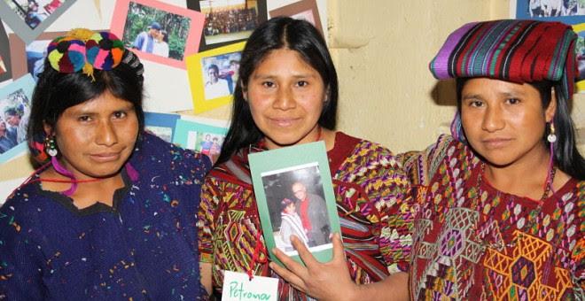 Isabel, criada en Bélgica por una familia adoptiva, se reencontró con sus hermanas en 2011.