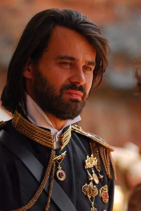 O rei Augusto (Carmo Dalla Vecchia) (Foto: TV Globo/ Zé Paulo Cardeal)