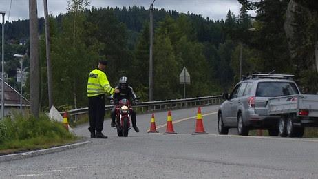 Trafikkontroll Trolla (Foto: Kjetil Nesgård/NRK)