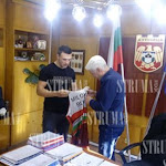 """Спорт - Дупничанин грабна приза """"Най-техничен борец"""" на държавното във Враца - Struma Newspaper Web Site"""