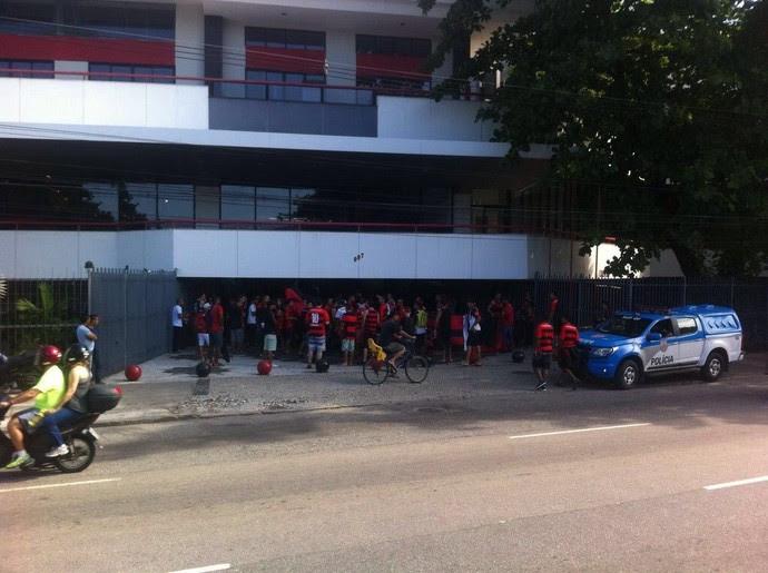 protesto flamengo gavea (Foto: @iFlamengoNews)