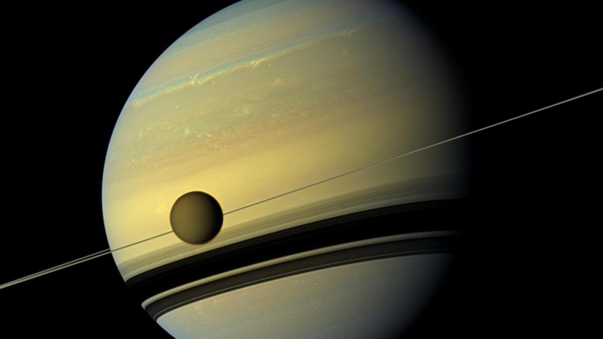 Saturne La Planète Aux Anneaux Visible Depuis La Terre Ce