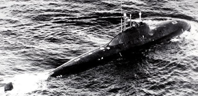 http://upload.wikimedia.org/wikipedia/commons/b/b8/Alfa_class_submarine_2.jpg