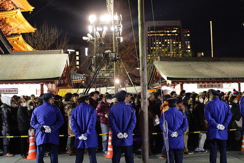 More cops looking at the long queue for Hatsumode