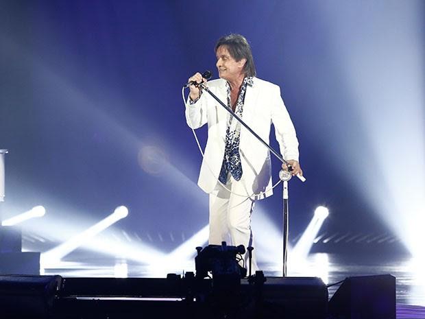 Roberto Carlos já no palco gravando seu especial (Foto: Fábio Rocha/Gshow)