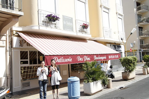 Tomoko and Fooi Mun in front of a bakery in Juan Le Pins