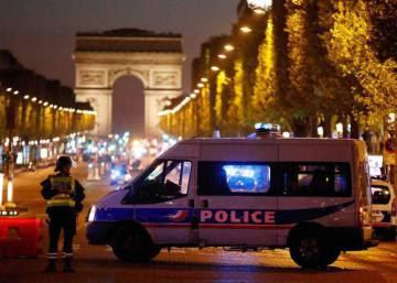 Un policía muerto y otros dos heridos en un tiroteo en París
