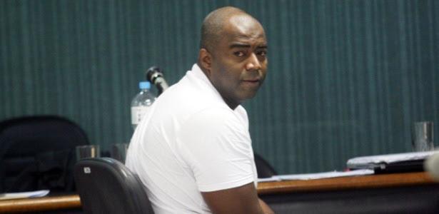Policial militar Carlos Adílio Maciel Santos participa de julgamento no 3º Tribunal do Júri de Niterói (RJ)