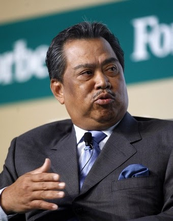 http://pinkturtle2.files.wordpress.com/2008/10/muhyiddin51.jpg