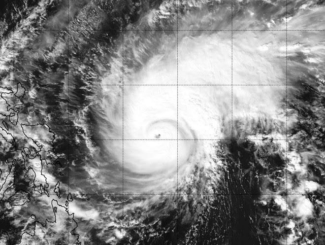Hình ảnh Diễn biến mới nhất cơn bão Melor giật trên cấp 17 gần Biển Đông số 1