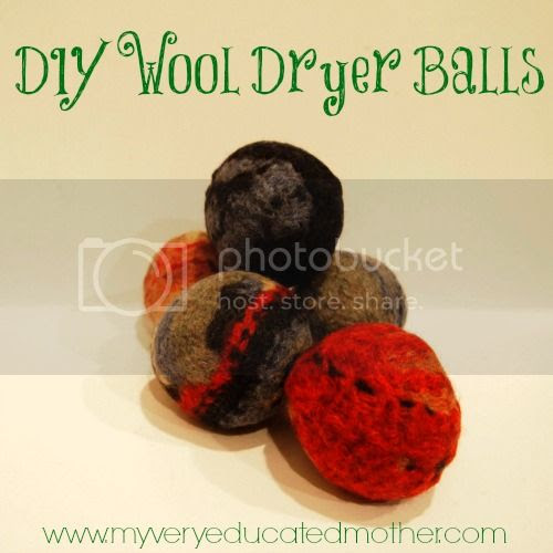 Wool Dryer Balls #DIY #recycledcraft #giftidea #greenliving