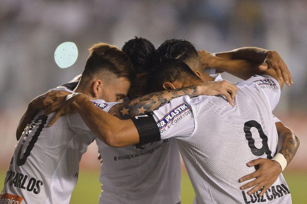Santos não teve dificuldades para derrotar o Coritiba - Mauro Horita/AGIF/Folhapress
