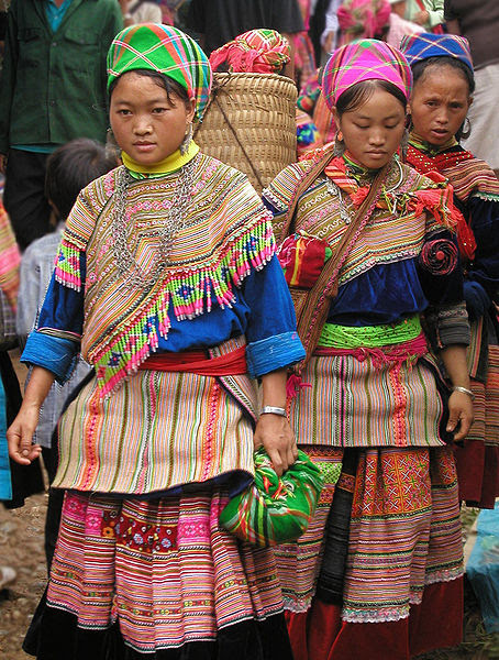 File:Hmong women at Coc Ly market, Sapa, Vietnam.jpg