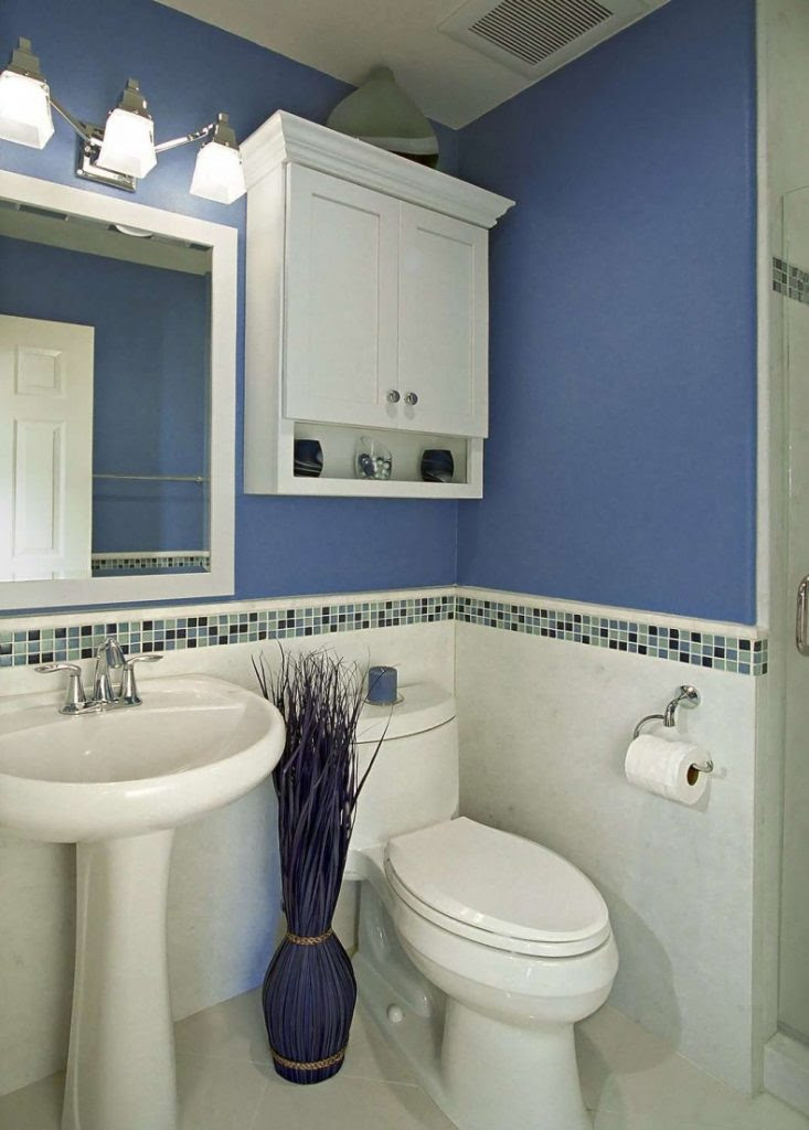 Decorating A Small Bathroom in the Simplest Way on a Tight ...
