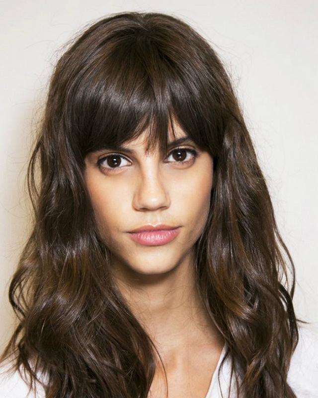 53+ Ide Terbaru Potongan Rambut Panjang Untuk Wajah Tirus