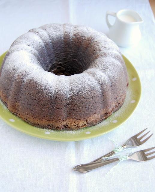 Frangipane ripple chocolate pound cake / Bolo de chocolate com recheio de frangipane