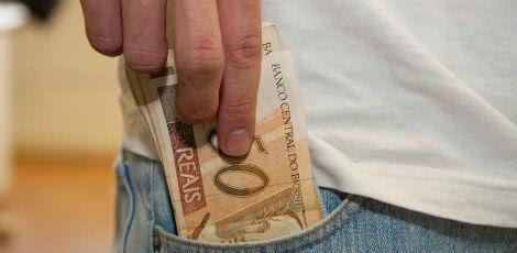 De acordo com a legislação, o rejuste do salário mínimo é calculado pela soma da variação do Índice Nacional de Preços do Consumidor (INPC) do ano anterior com a variação do PIB de dois anos atrás / Foto: Marcos Santos/USP Imagens