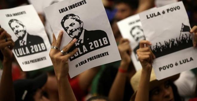 Simpatizantes del expresidente Luiz Inácio Lula da Silva a las puertas de la Corte Suprema de Brasil. /EFE