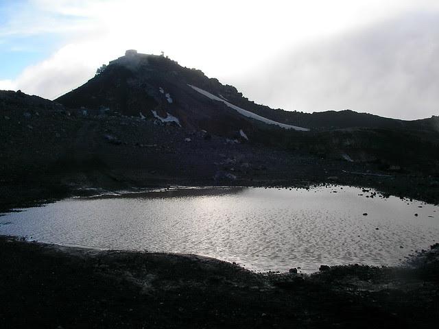 剣が峰と鰶(このしろ)池, 富士山登山(富士宮ルート) Climbing Mt.Fuji