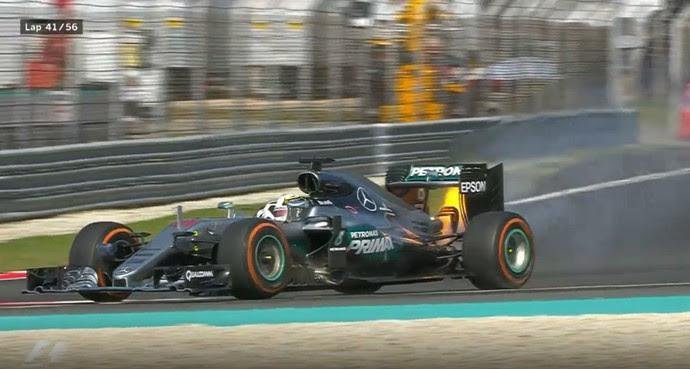 Motor de Lewis Hamilton estourou quando britânico liderava GP da Malásia (Foto: Divulgação)