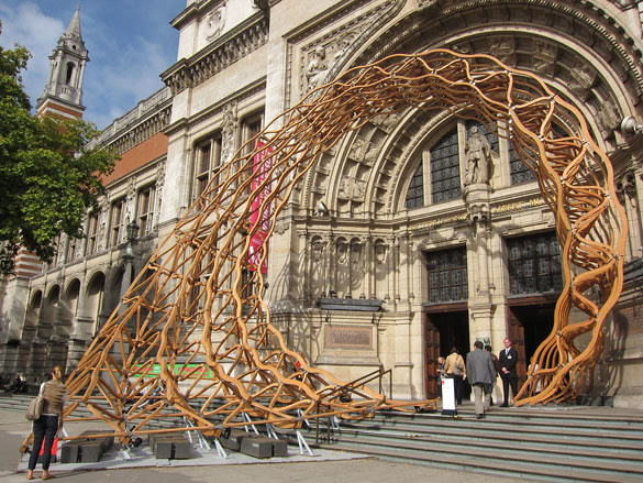 01 'Timber Wave' by Amanda Levete Architects outside the V&A