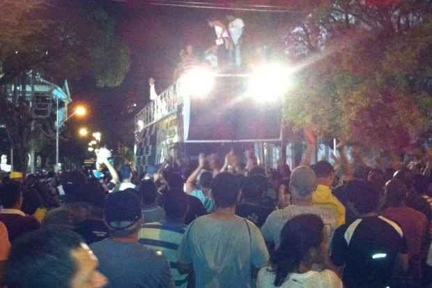 Policiais e bombeiros decidiram encerrar movimento na noite desta quinta-feria. Foto: Raphal Guerra/DP/D.A Press