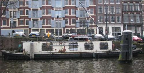 casa barco detonada