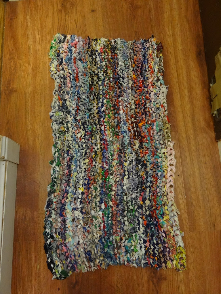 Rug knitted from fabric scraps