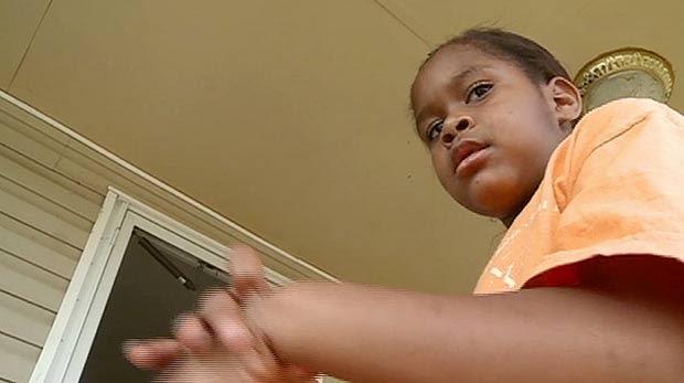 Salecia Johnson foi algemada por mau comportamento na escola. (Foto: WMAZ-13 TV/AP)