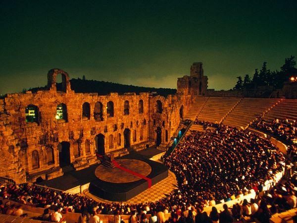 Ωδείο του Ηρώδη του Αττικού. Το 161μ.Χ. ο Αθηναίος ευγενής, ο Τιβέριος Κλαύδιος Αττικός Ηρώδης, θέλοντας να τιμήσει τη μνήμη της συζύγου του, Ασπασίας Αννίας Ρηγίλλης, έχτισε ένα ακόμα θέατρο.