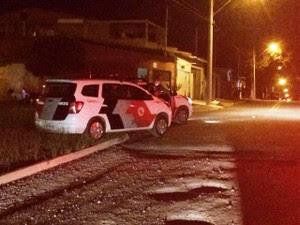 Assaltantes trocam tiros com a PM no Jardim São José (Foto: Peterson Grecco/TV Vanguarda)