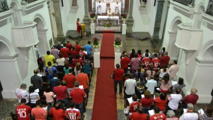 América-RN 100 anos: Missa celebra centenário alvirrubro (Foto: Jocaff Souza/GloboEsporte.com)