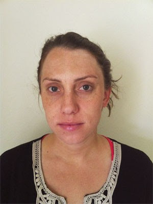 Laura Whitehurst ao ser presa pela polícia dos EUA (Foto: Reprodução/Facebook/Departamento de Polícia de Redlands)