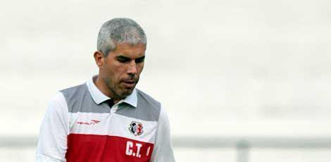 Aniversariante do dia, Ricardinho não ficou nada feliz / Foto: JC Imagem