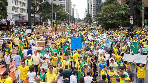 SIGA: DF e 22 estados têm atos contra Dilma; 1 milhão ocupam a Paulista, diz PM (SIGA: DF e 22 estados têm atos contra Dilma; 580 mil ocupam a Paulista, diz PM (Paulo Lopes/Futura Press/Estadão Conteúdo))