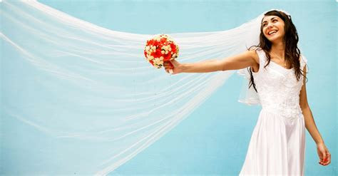 How Much Should a Wedding Veil Cost?   Woman Getting Married