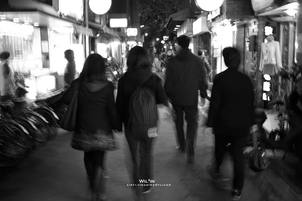 夜市的行走