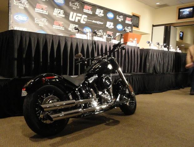 Moto prêmio de Carlos Condit UFC 143 (Foto: Marcelo Russio)