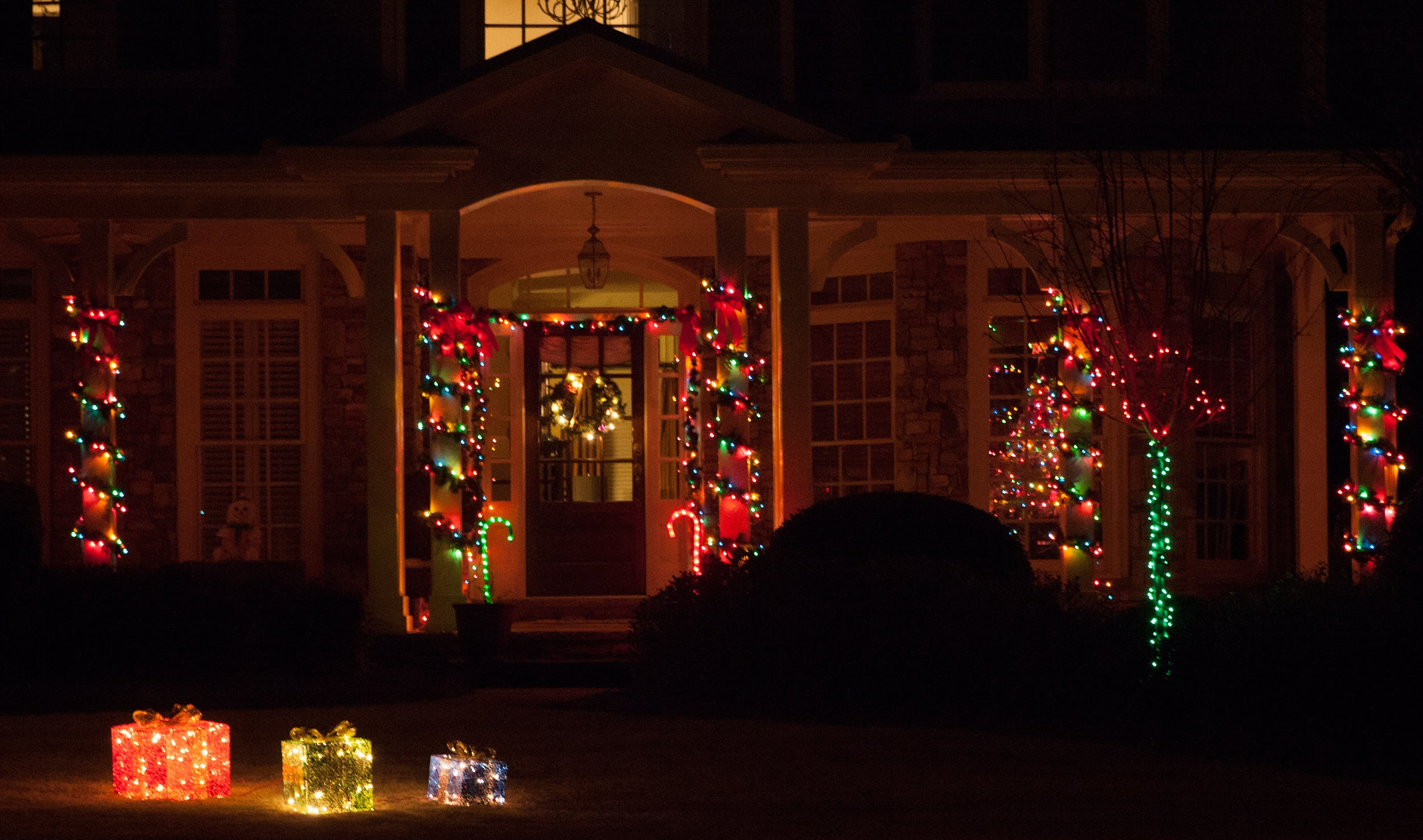 On Style  Today:29-29-29  Christmas Porch Lighting Ideas On