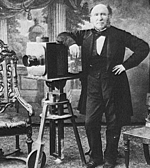 http://upload.wikimedia.org/wikipedia/commons/c/c5/Photographer1850s.png