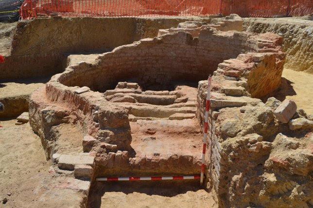 Restos arqueológicos halladas por la UHU en el puerto histórico de Palos