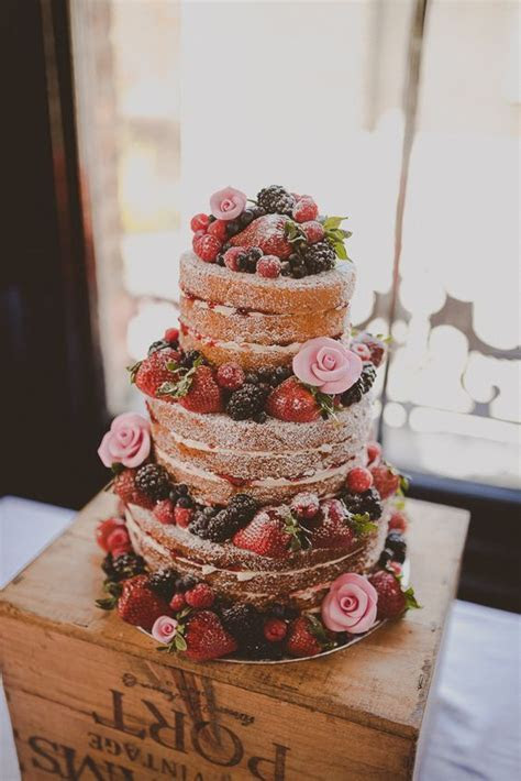 20 Yummy Rustic Berry Wedding Cakes   Deer Pearl Flowers