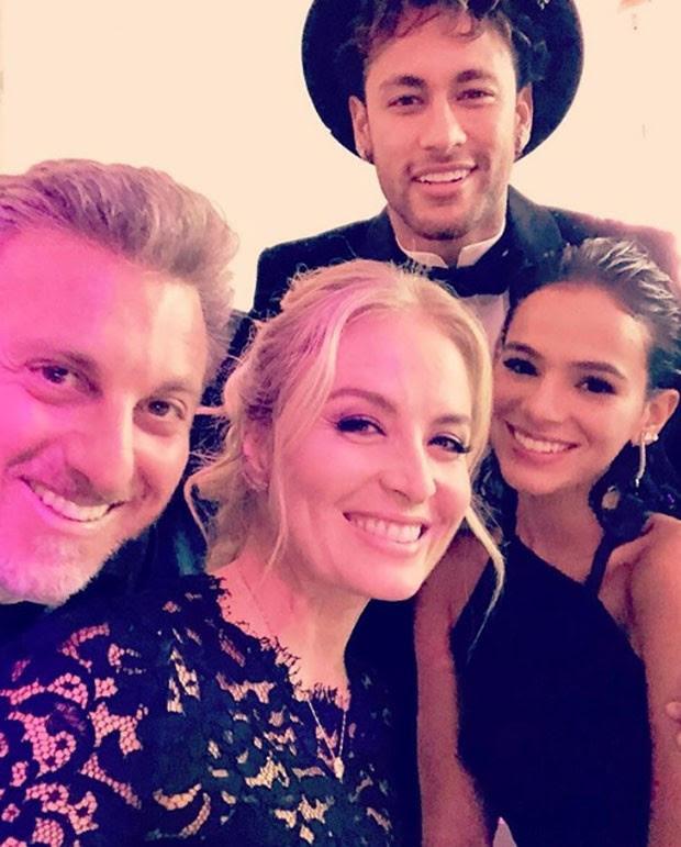 Luciano Huck e Angélica com Neymar e Bruna Marquezine  (Foto: Reprodução)