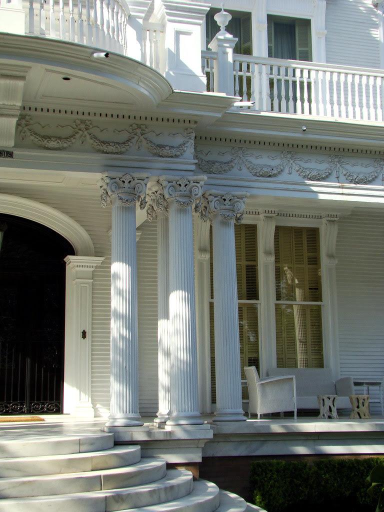 DSC02008 Wedding Cake House porch