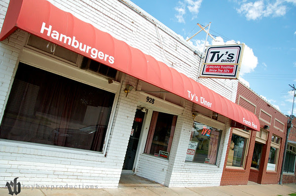 After Jeb's we went across the street to Ty's Hamburgers and had a great lunch with the group.