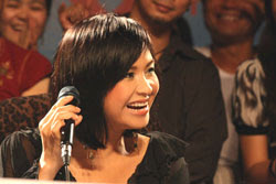 http://www.rfa.org/vietnamese/programs/MusicForWeekend/What-makes-a-diva-Part-3-ThyNga-08302010190617.html/Thanh-Lam-giadinh.net-250.jpg