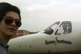 Avião que levava Luan Santana para show faz pouso de segurança em SP