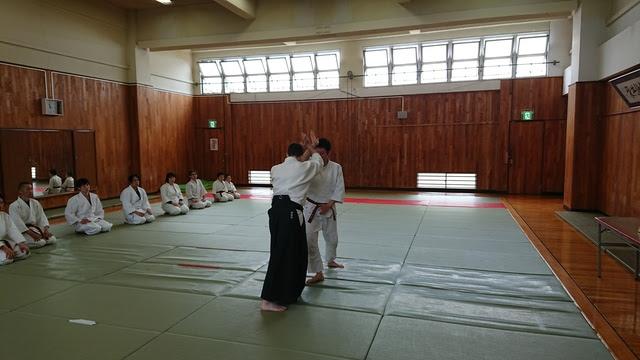 正面打ち四ヶ条抑え(一)1.JPG