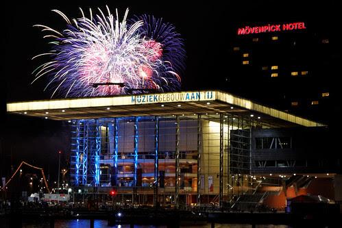 Vuurwerk / Fireworks Sail 2010 Muziekgebouw aan het IJ
