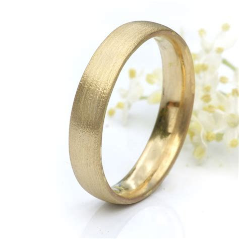 4mm Court Wedding Ring in 18ct Yellow Gold   Wedding Bands